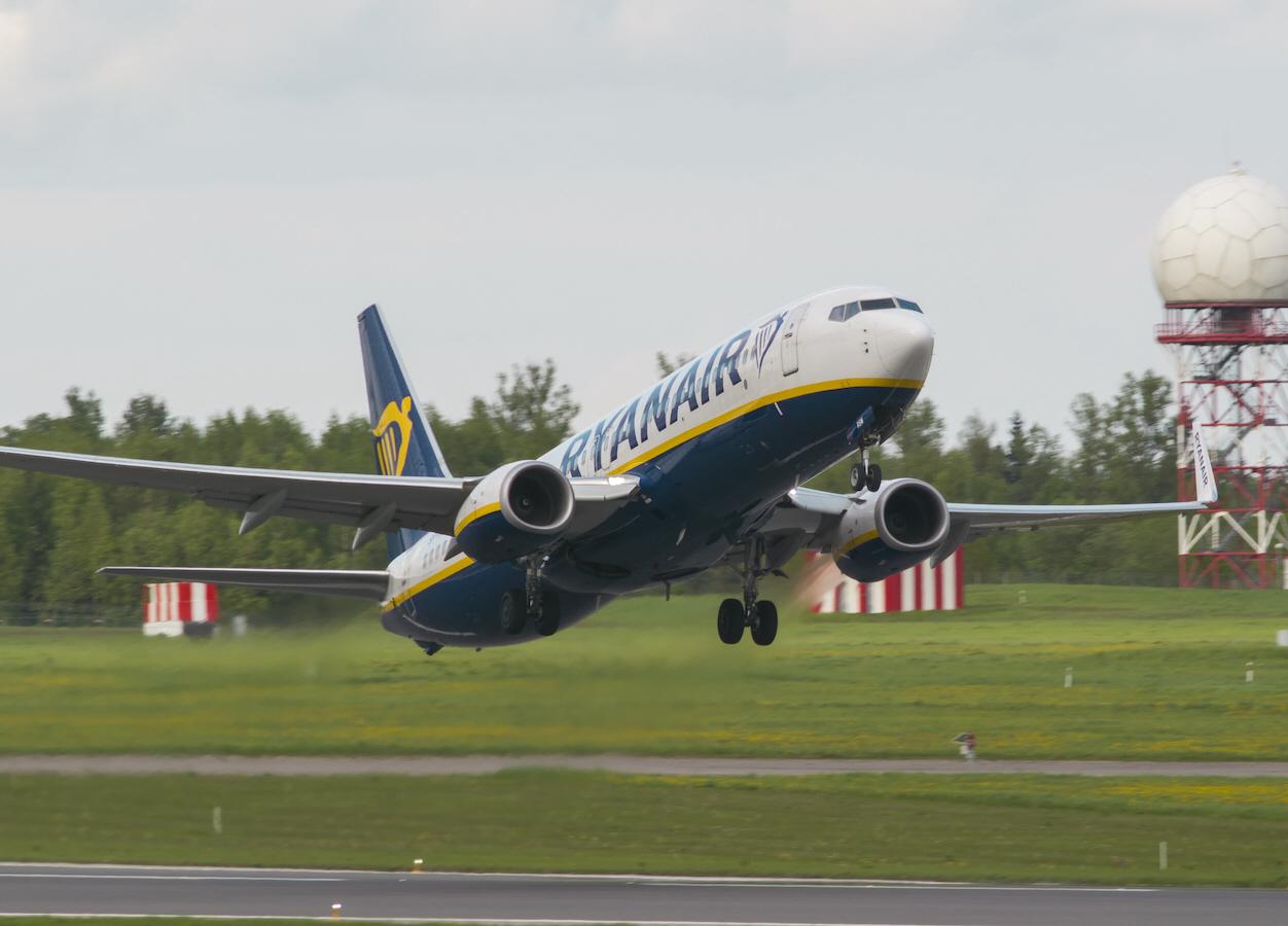 Genom att med bomb- och vapenhot tvinga ner ett Ryanairplan på väg till Vilnius vill Belarus president Aleksandr Lukasjenko skrämma oliktänkande i landet.