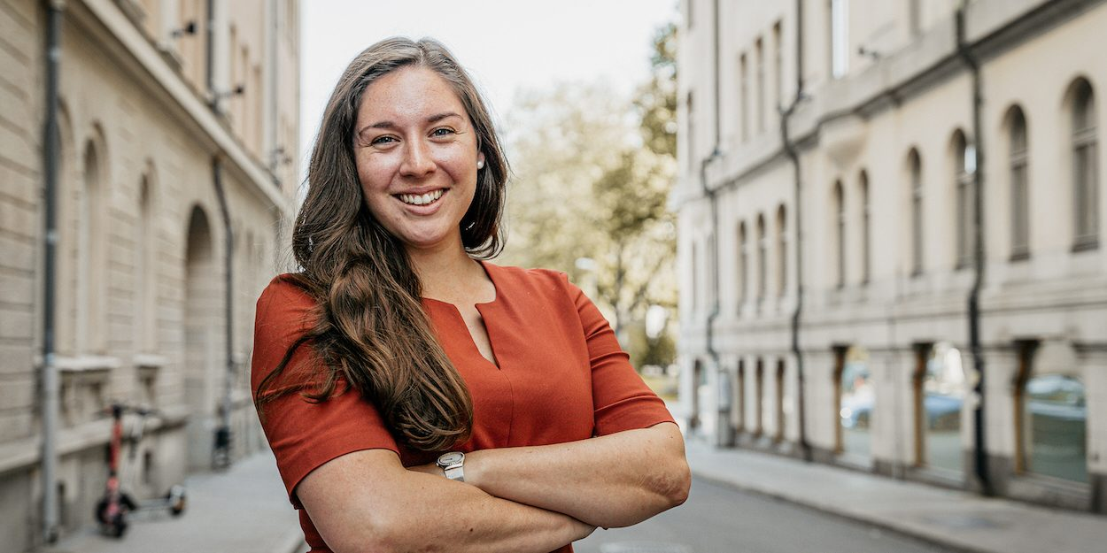 Med fötterna både i Sverige och USA tar den moderata riksdagsledamoten Helena Antoni mycket inspiration från amerikansk politik när hon debatterar bistånd och utvecklingspolitik i Sverige.