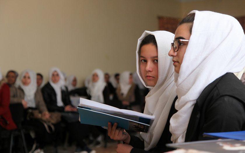 De senaste 20 åren har allt fler flickor i Afghanistan fått tillgång till både utbildning och hälsovård, men det är landvinningar som nu hotas av det internationella samfundets minskade stöd.