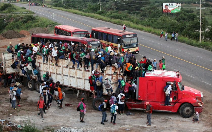 Demokratisk tillbakagång, utbrett våld, klimatförändringar och ojämlik gör att människor flyr Centralamerika, via Mexiko till USA, men Sverige har möjlighet att mildra orsakerna, skriver fem biståndschefer.