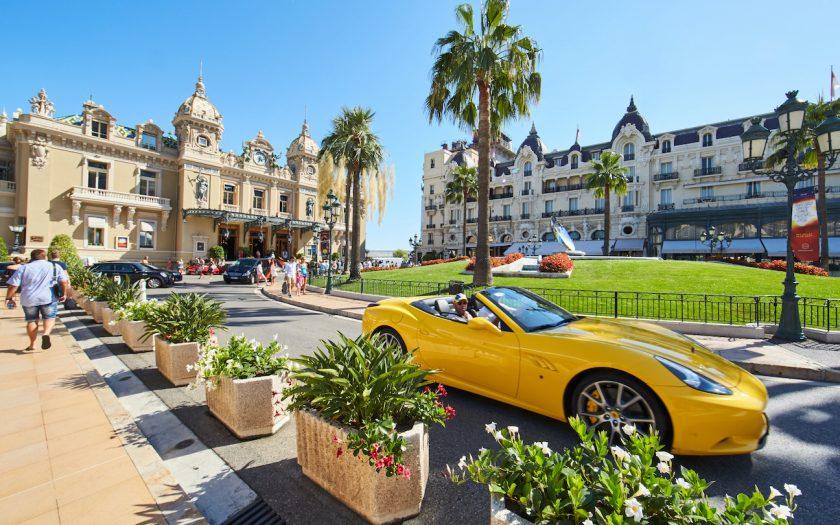 Utöver Monacoresan tycker en av två svenskar att svenska miljonärer kan lägga en extra slant på skatt för att bistå i återhämtningen efter covid-19.