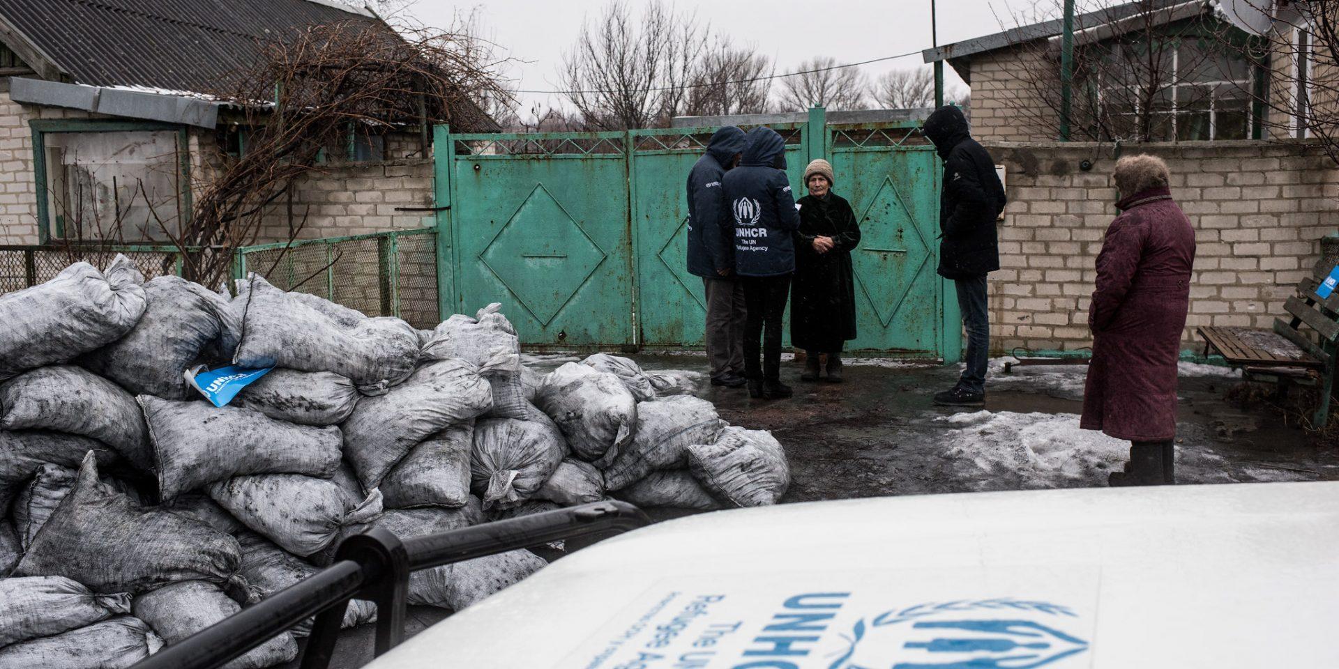 Miljoner människor i östra Ukraina är beroende av nödhjälp, som leverans av eldningskol för att hålla värmen under vintern.