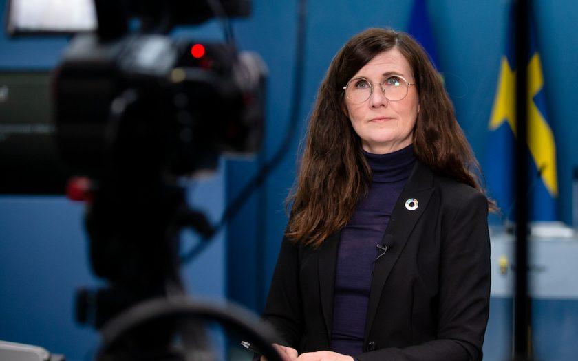 Jämställdhetsminister Märta Stenevi ser hur pandemin slår mot jämställdheten även i Sverige.