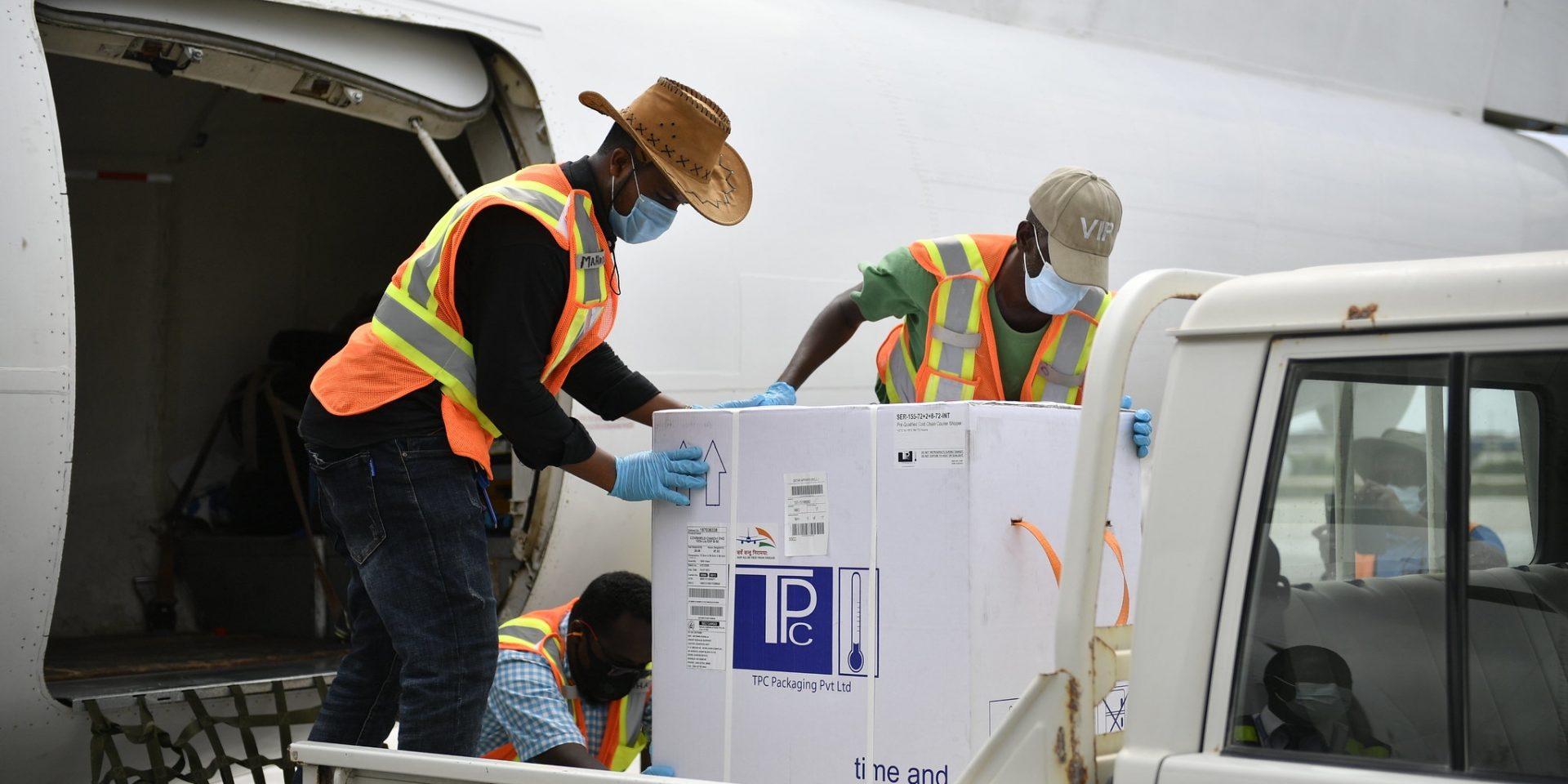 Den 15 mars anlände covid-19-vaccin till Somalia, men långt ifrån tillräckligt. Indien och Sydafrika menar att slopade patenträttigheter skulle öka fördelningstakten.
