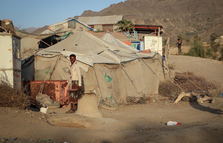 Enligt FN befinner 3,6 miljoner människor på flykt i Jemen. Hjälpbehoven är enorma, men givarviljan lever inte upp till FN:s vädjan.