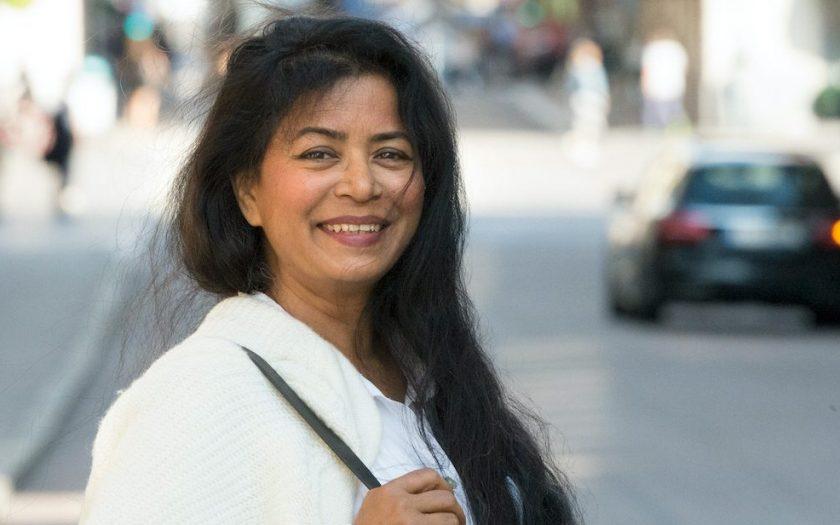 Jahanara Nuri har på grund av sitt arbete som journalist och författare tvingats lämna Bangladesh och hittat en fristad i Sverige undan sina förföljare.