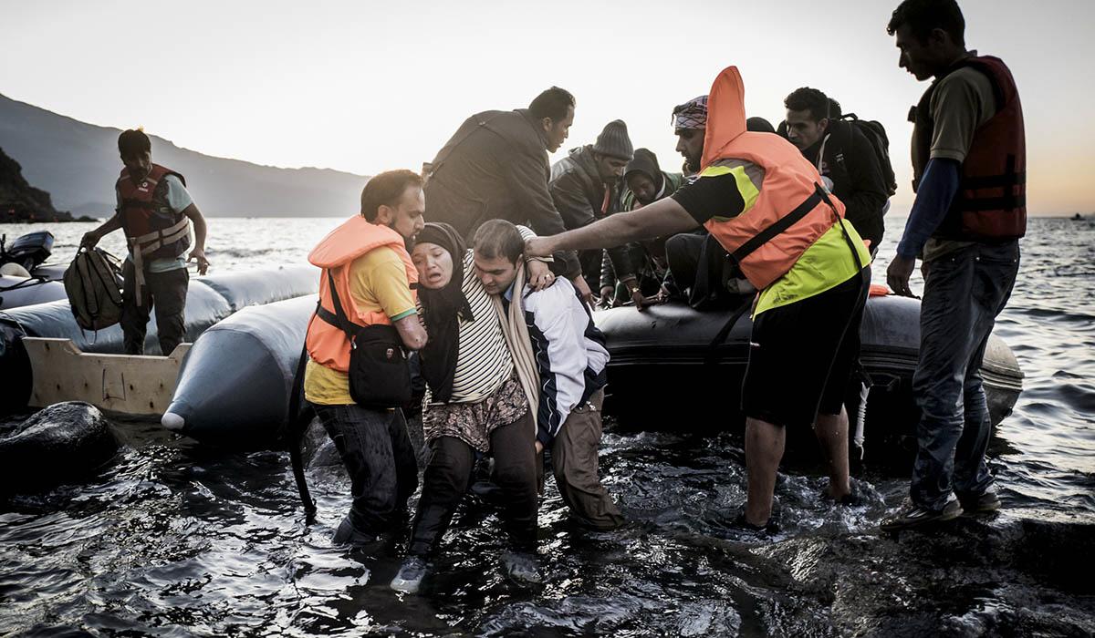 Migranter på väg till EU riskerar livet på havet för att sedan fastna i ett limbo i någon av gränsstaterna, medan EU och medlemsstaterna försöker komma överens om hur situationen ska hanteras.