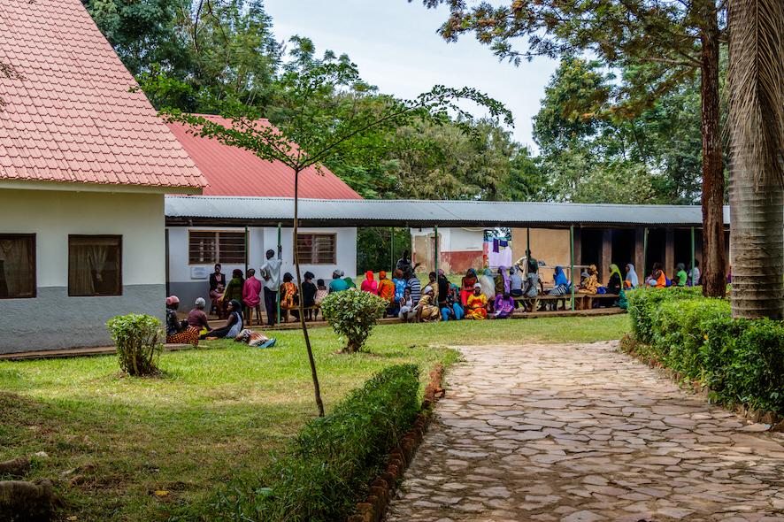Ugandas i hög grad privatiserade hälsovårdssystem är hårt ansatt av korruption, vilket riskerar att slå mot såväl patienter som biståndsgivare.