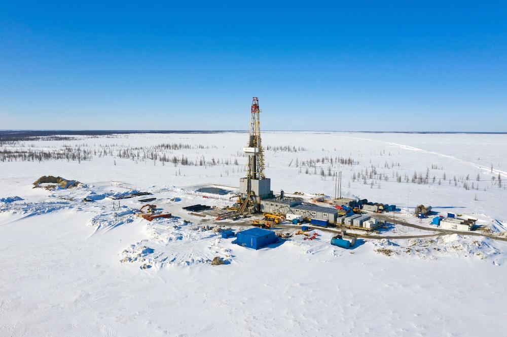 Flera länder satsar på oljeborrning i Arktis när de lägger sina återhämtningspaket efter covid-19. WWF menar att länderna borde satsa mer på gröna jobb och urfolk istället.