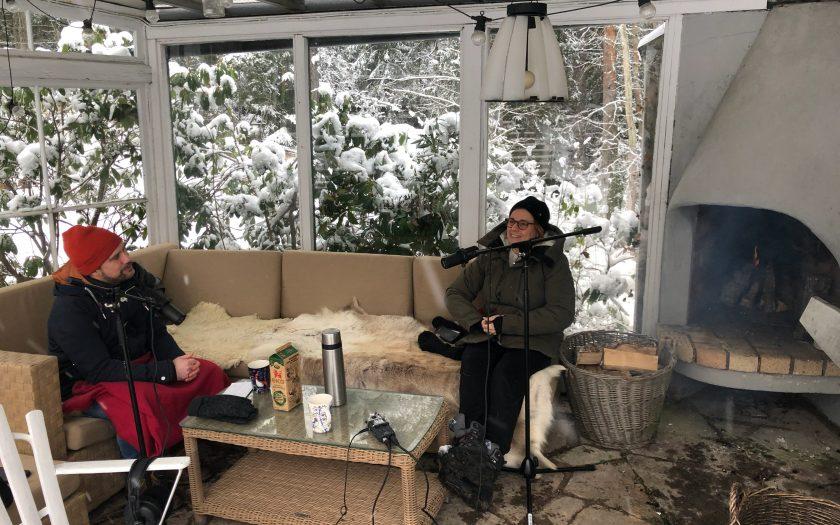 Miljö- och klimatminister Isabella Lövin beskriver både framgångar och motgångar i poddsamtalet med OmVärldens chefredaktör Erik Halkjaer.