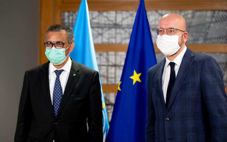 WHO:s generaldirektör Tedros Adhanom Ghebreyesus (vänster) kritiserar nu världens rika länder, däribland EU, för att bryta mot vaccinationsprogrammet Covax riktlinjer. Till vänster EU-rådets ordförande Charles Michel.