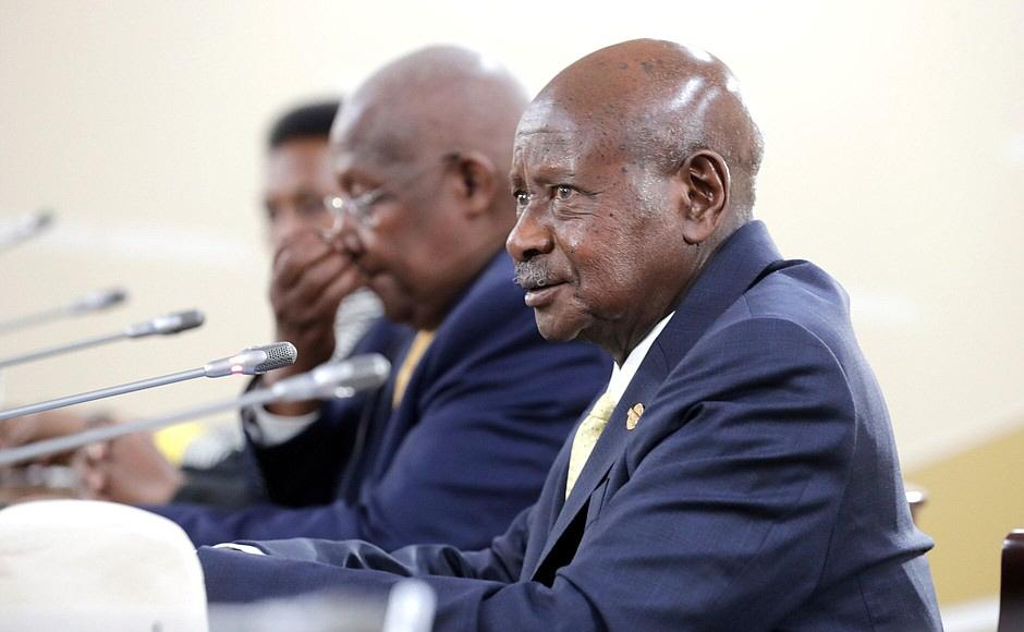 Ugandas president Yoweri Museveni ser ut att gå mot ännu en valseger, efter 35 år vid makten, men oppositionen lär bestrida resultatet.