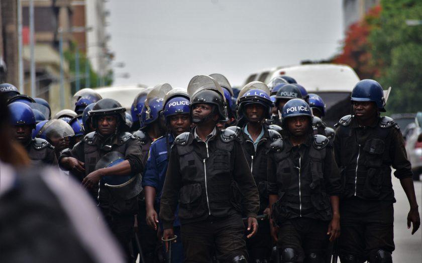 Zimbabwe är ett av de länder som Nordiska Afrikainstitutet menar utnyttjat covid-19-pandemin för att införa fler restriktioner, med bla ökat polisvåld. Frågan är om det kan rullas tillbaka under 2021.