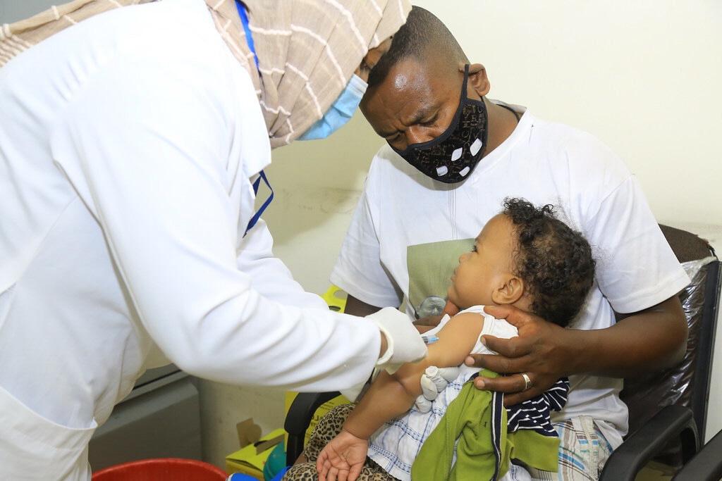Pandemin har visat på behovet av större biståndsinsatser på till exempel hälsovård och grundläggande vaccinering, som av polio i Etiopien, men många givare vill använda pengarna hemma istället.