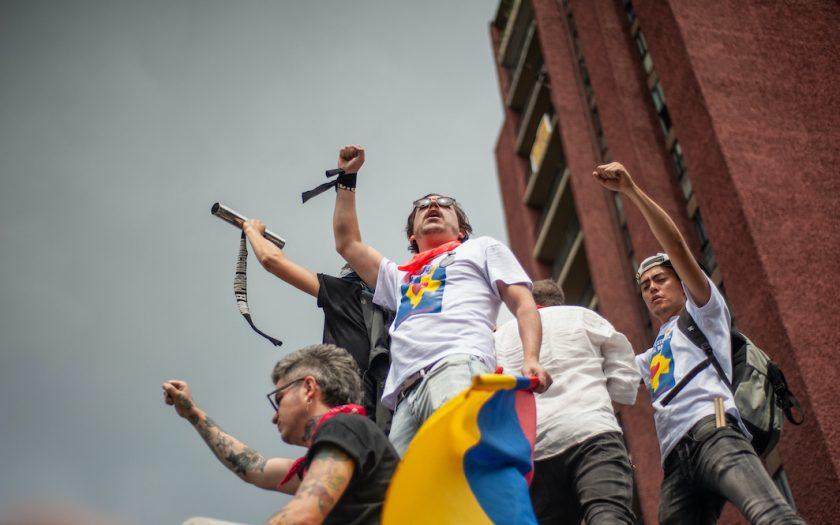 Allt fler människor i Latinamerika tar till gatorna för att kräva sina rättigheter, som här i Colombias huvudstad Bogota.