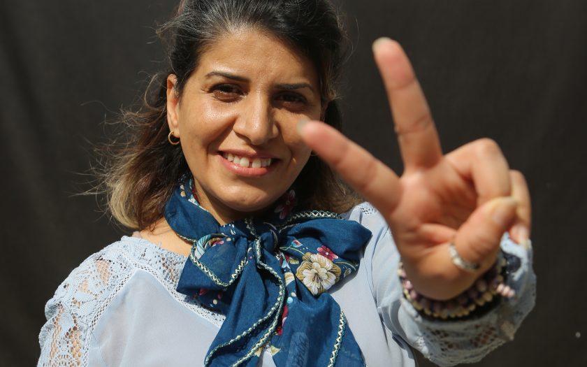Intisar Al-Amyal är årets mottagare av Per Anger-priset. Hon prisas för sitt arbete med att försvara kvinnors och flickors rättigheter i Irak.