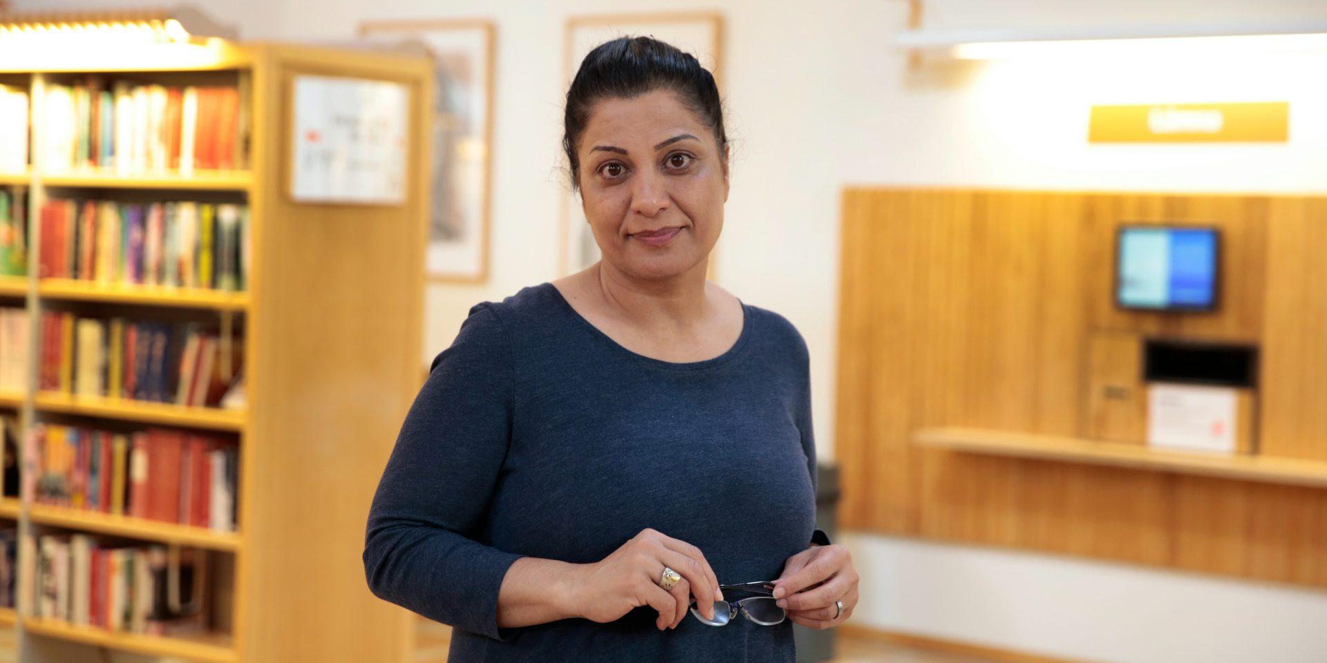 Ashraf Bagheri lever sedan 2018 som fristadsförfattare i Uppsala, och skriver bland annat krönikor om kvinnors rättigheter i Iran, i OmVärlden.