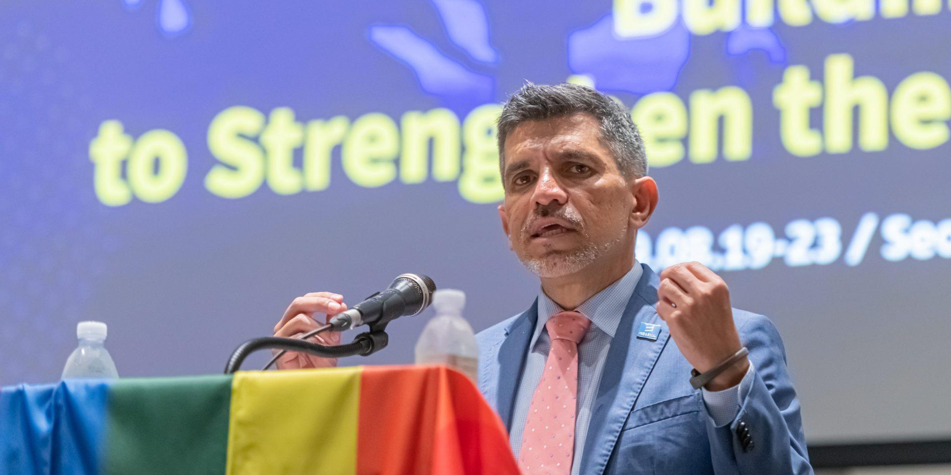 FN:s oberoende expert på frågor kring våld och diskriminering utifrån sexuell läggning och könsidentitet, Victor Madrigal-Borloz, varnar för ökad utsatthet för hbtq-personer.
