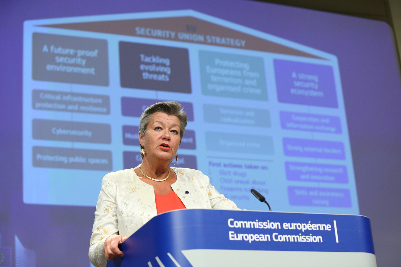 EU:s kommissionär för migrationsfrågor Ylva Johansson håller inte med om att biståndet blir gisslan i EU:s nya förslag till migrationspolitik.