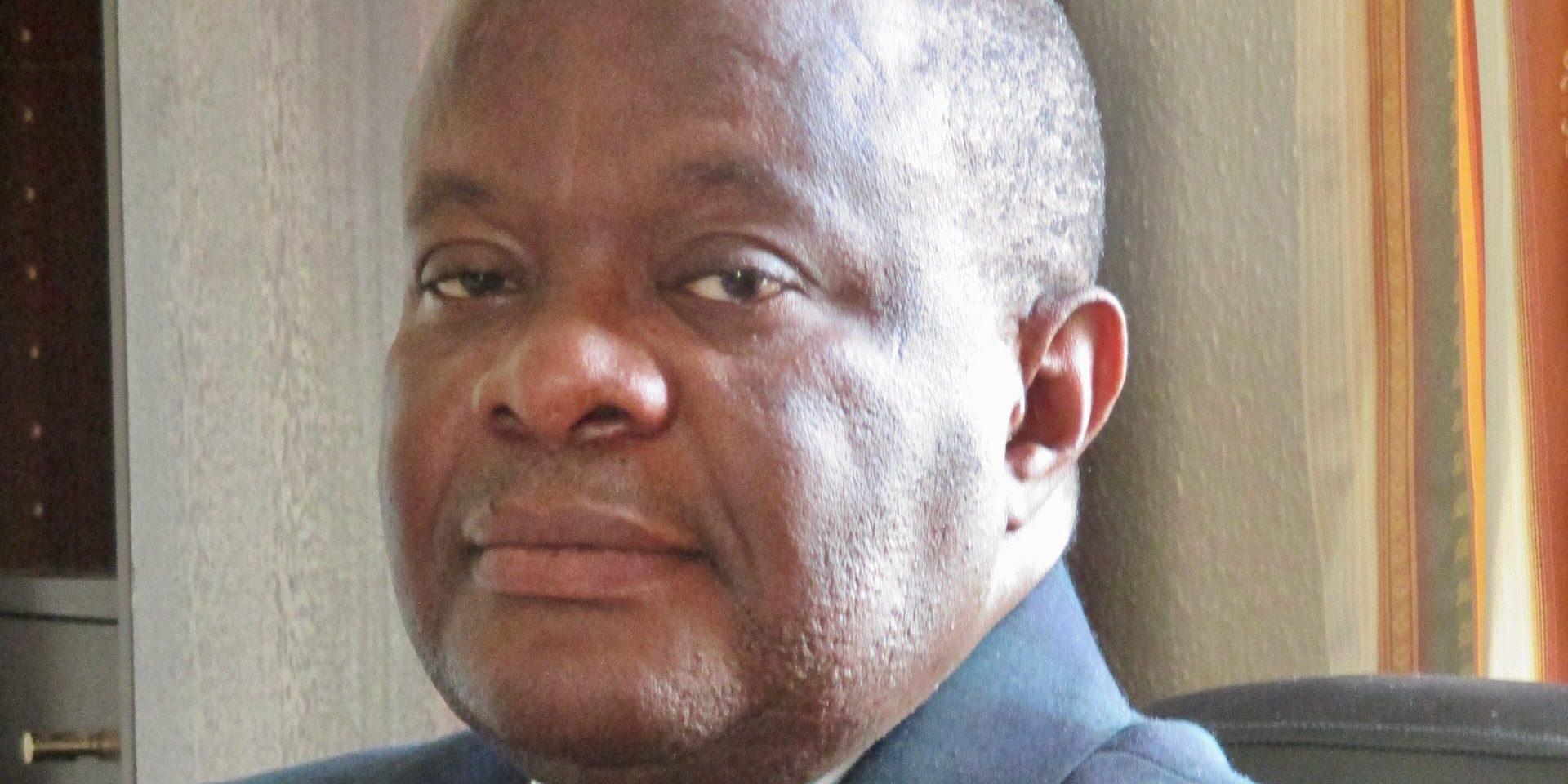 Joseph R Kafuka har tvingats fly sitt hemland Demokratiska republiken Kongo på grund av sitt arbete som journalist. Han fortsätter att bevaka Kongo från Sverige.