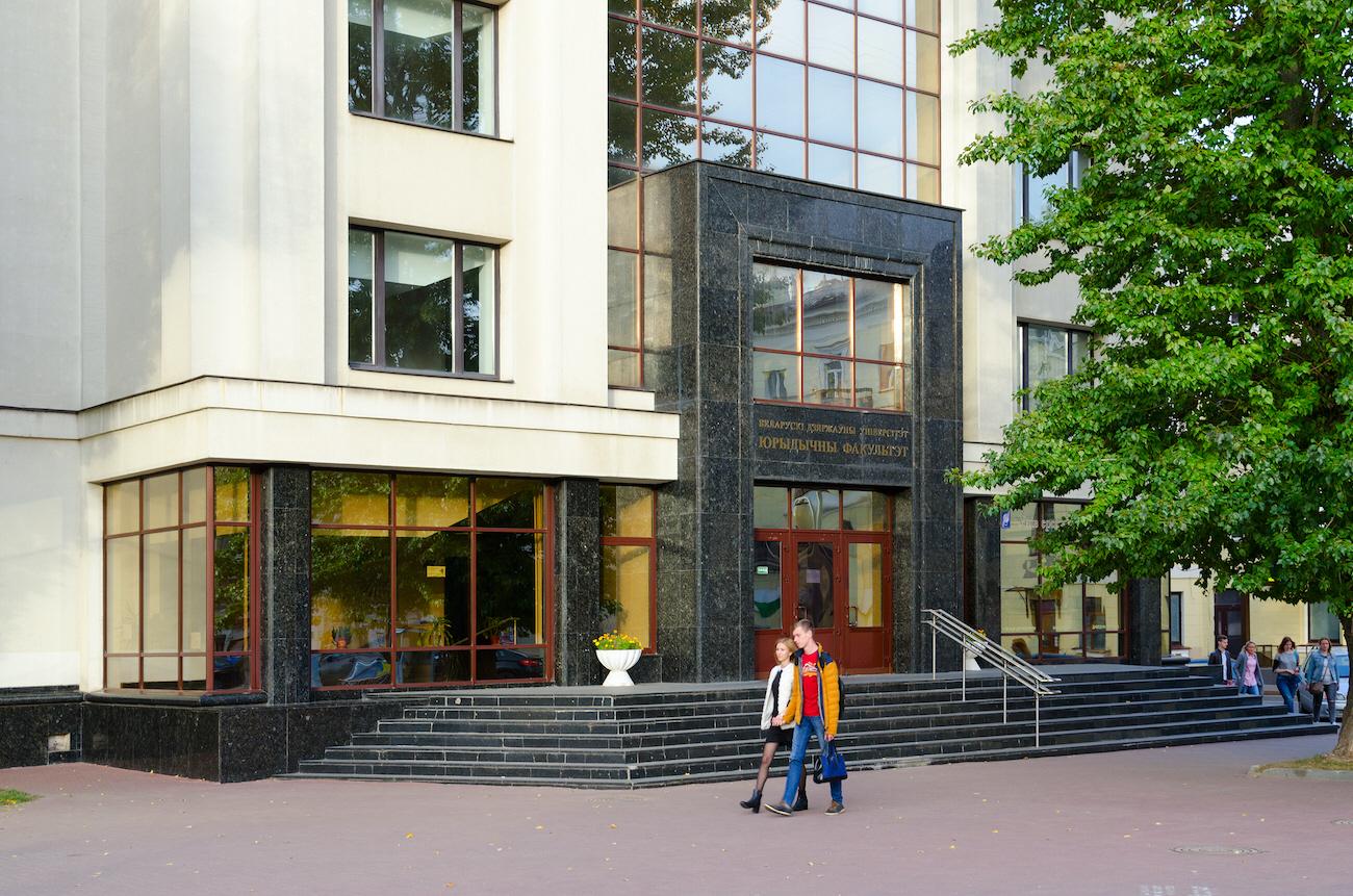 Svenskt bistånd till studier i mänskliga rättigheter vid Belarus statliga universitet stoppas av Sida.
