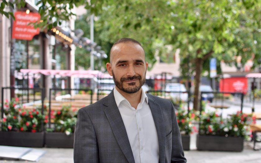 Enayatullah Adel på Svenska Afghanistankommittén tror att krigströtthet och nya generationer av afghaner ökar möjligheterna till fred i Afghanistan.