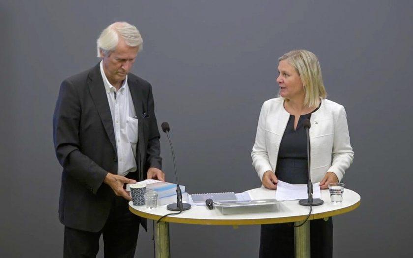 Per Molander, utredare och Magdalena Andersson (S), finansminister under regeringens pressträff om jämlikhetskommissionens förslag.