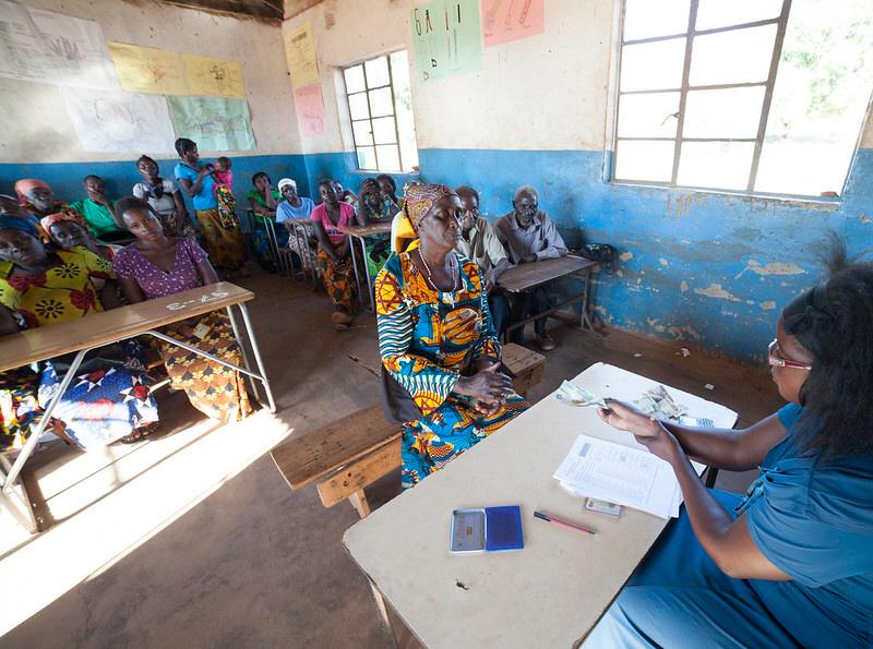 Genom kontantstöd skulle bland andra Sida stödja människor på Zambias landsbygd, men det är oklart om pengarna har nått fram.