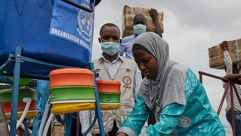 Världshälsoorganisationen WHO stöds bland annat av Sida i sitt arbete för att förhindra smittspridning av covid-19, som här i Demokratiska republiken Kongo.