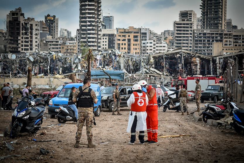 Libanons Röda Kors var snabbt på plats efter explosionen i Beiruts hamn den 4 augusti 2020.