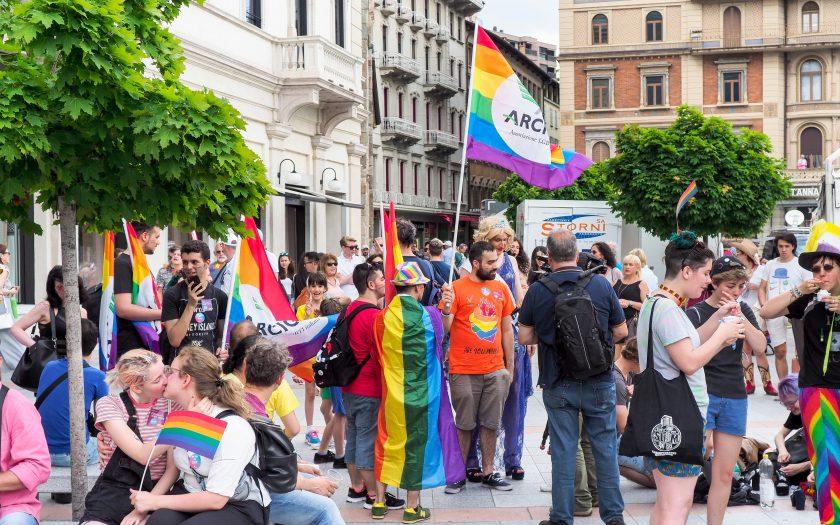 Samkönade äktenskap tillåts i Schweiz efter att parlamentet röstat ja till lika rättigheter för homosexuella par.