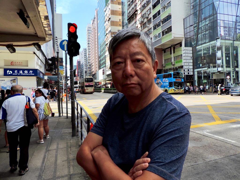 Lee Cheuk-Yan demokratiaktivist i Hongkong och leder den fackliga paraplyorganisationen HKCTU. Den 18 maj ställs han inför rätta för att bland annat ha organiserat protestmarscher.