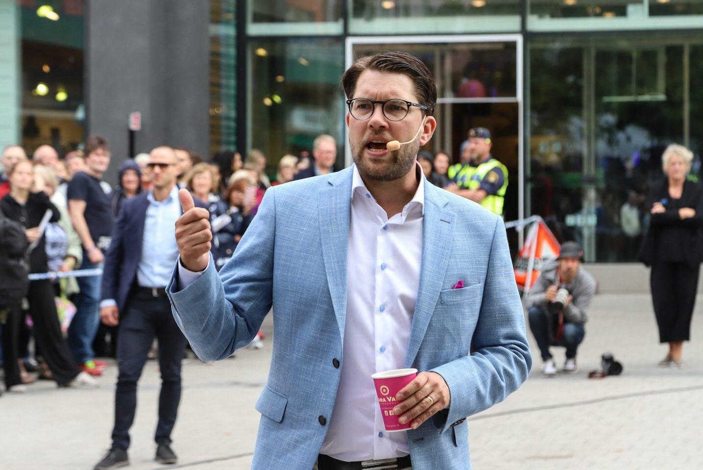 Sverigedemokraternas partiledare Jimmie Åkesson vill se mindre pengar till Sveriges bistånd.