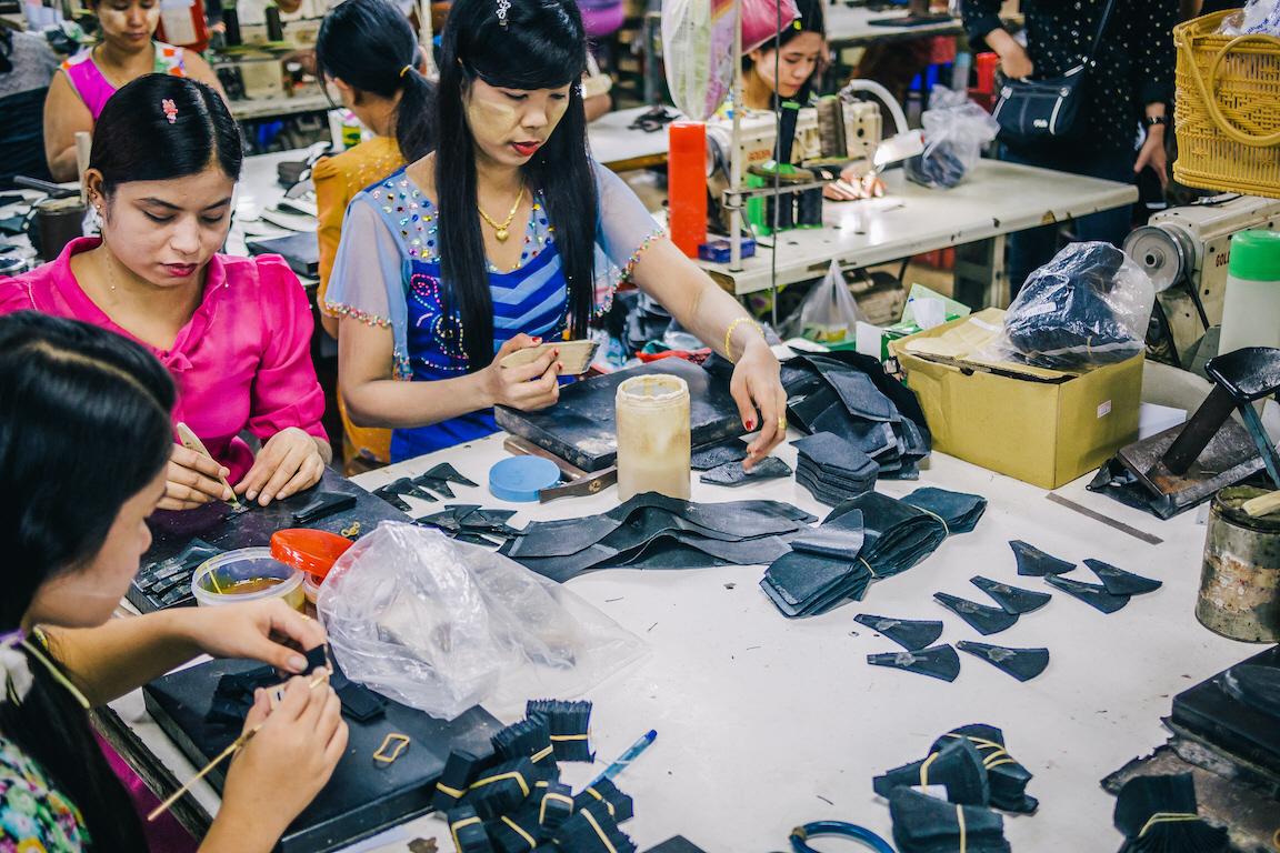 Förhållanden på många textil- och skofabriker i Sydostasien är ofta undermåliga både vad det gäller mänskliga rättigheter och miljö. Det är dags att ställa högre krav på företagen, menar flera kritiker av den svenska regeringens agerande.