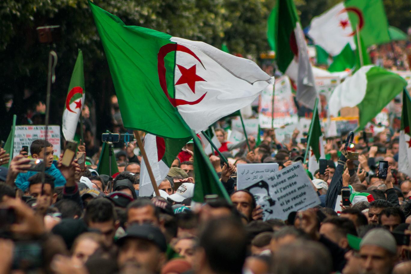 Redan innan coronapandemin skakades flera länder i Afrika av protester, som i Algeriet i november 2019, och konfrontationer mellan civilsamhälle och makthavare. Med de ekonomiska svårigheters följer coronaviruset är risken stor för fler konflikter framöver.