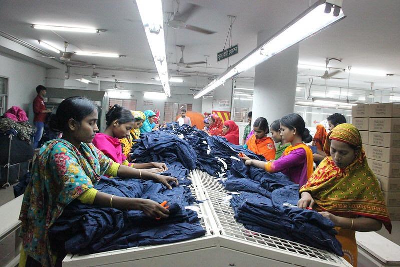 Bland de svenska företag som undersökts av Amnesty Sverige och Fair Action finns en rad klädföretag som har som krav på sig att följa upp sina Egan riktlinjer för hur mänskliga rättigheter efterlevs i leverantörsleden, som tex i textilfabriker i Bangladesh.