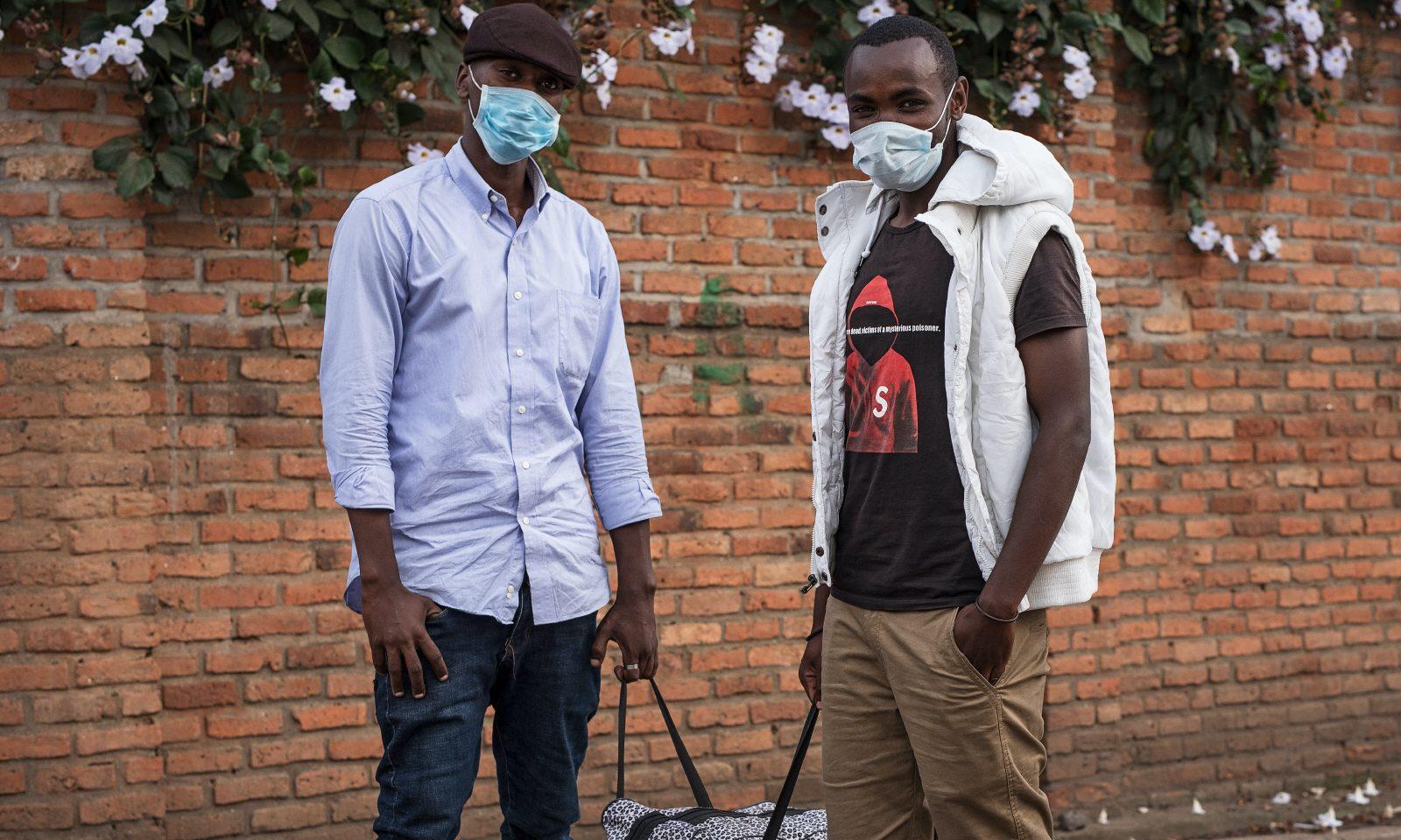 Paul Rurenga och Gabi Ntare är på väg från Goma i de östra delarna av Demokratiska republiken Kongo till Rwandas huvudstad Kigali, där de första fallen av coronaviruset nyligen registrerades.