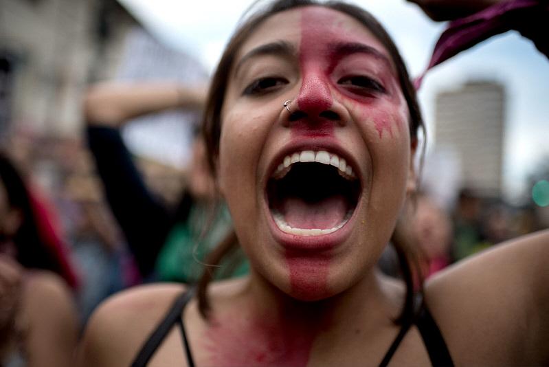 Allt fler kvinnorörelser mobiliserar mot utbrett hot och hat mot kvinnorättsaktivister och försök att stoppa kvinnors rättigheter, som här i Ecuador, i november 2019.