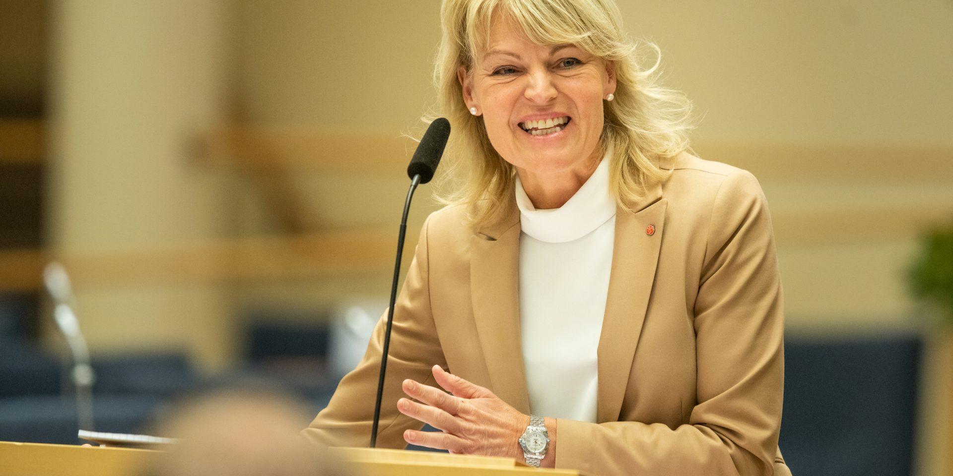Utrikeshandelsminister Anna Hallberg följer med intresse EU-kommissionens förslag om en gemensam EU-lagstiftning kring ansvarsutkrävande för mänskliga rättigheter för företag som investerar utomlands.