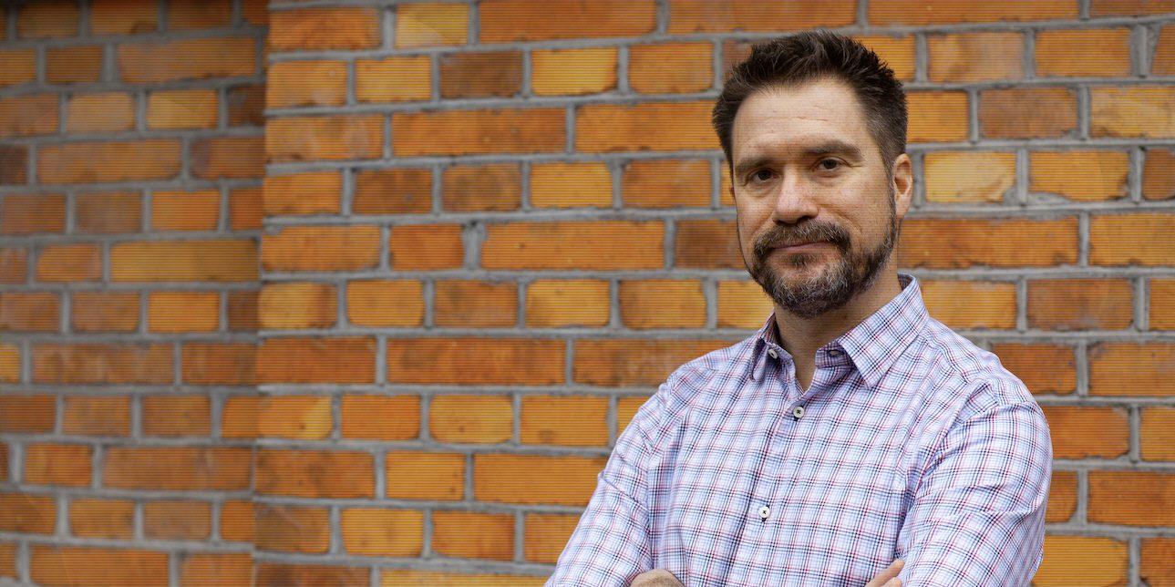 Erik Halkjaer återvänder som chefredaktör för OmVärlden, efter att 2015 lett tidningens digitalisering.