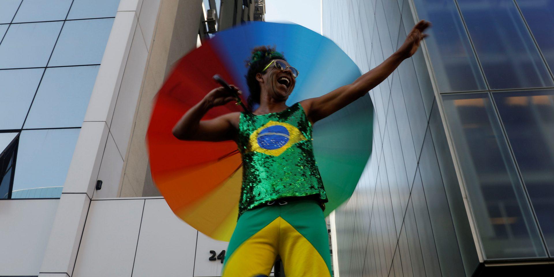 Glädje under årets Pride-parad den 23 juni i Sao Paulo i Brasilien. Nyligen röstades en lag igenom i Brasilien som förbjuder homofobi - en av många framgångar för hbtq-personers rättigheter i världen.