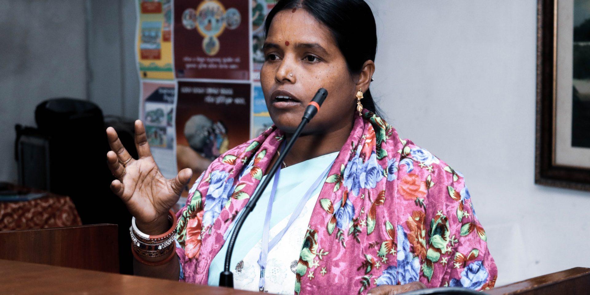 Banita Rout arbetar som kommunpolitiker i delstaten Odisha i Indien. På lokal nivå fördelas de politiska uppdragen jämt mellan män och kvinnor. Men nationellt ligger Indien långt under det globala snittet.