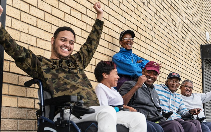 Carlo Klink och hans vänner på organisationen Bridging Abilities började träffas för att göra sjukgymnastik – nu har de en nyckelroll i den sydafrikanska staden Macassars civilsamhälle.