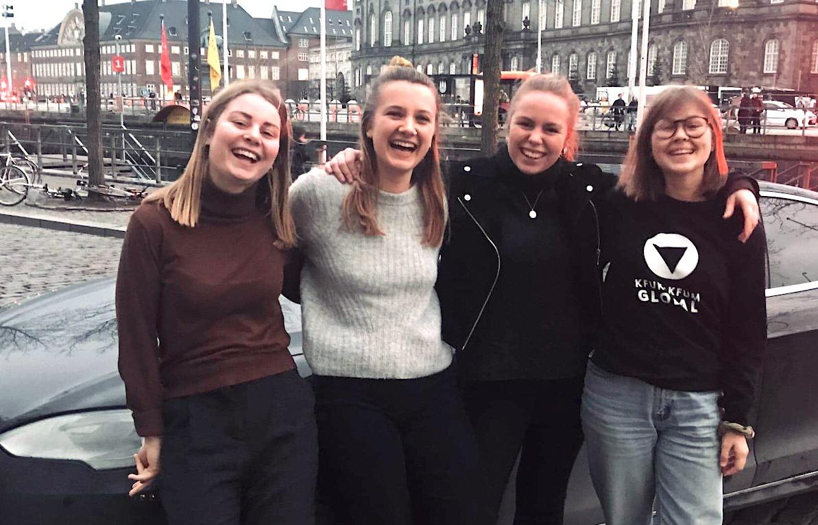Lotta Velin från Sverige och Mari Hasle Einang, Ane Skjølberg Serreli och Sofie Nordvik från Norge har åkt elbil till klimattoppmötet. De är beredda på stora uppoffringar för klimatet – men är politiker och beslutsfattare lika redo?