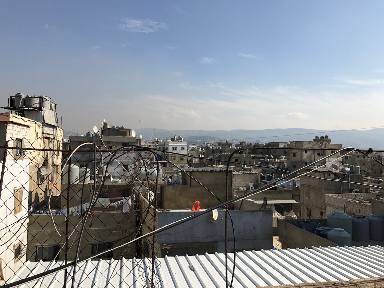 From a balcony in the refugee camp Shatila, not far from the glittering Beirut, OmVärlden talked to Diakonia, Save the Children and Najdeh about the ongoing refugee crisis.