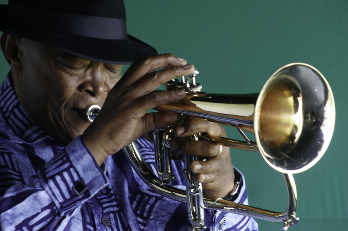 När västvärldens stjärnor tills slut stod upp för kampen mot apartheid var det ett hårt arbete från bland andra musiker som Hugh Masekela som låg bakom.