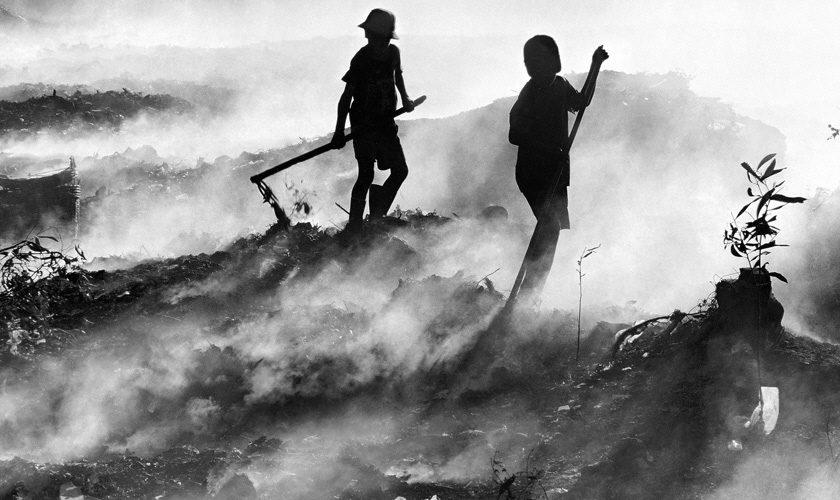 46 miljoner människor i världen lever idag under slavliknande förhållanden. Människohandel, tvångsarbete, skuldslaveri och tvångsäktenskap är olika former av så kallat modernt slaveri.