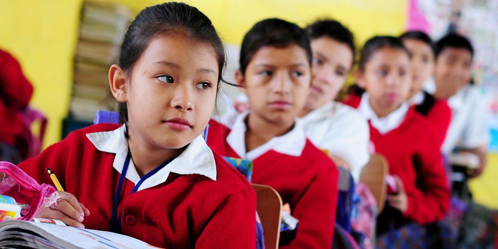 Det saknas miljarder i det internationella utbildningsbiståndet för att garantera att alla flickor och pojkar i världen får en grundutbildning av hög kvalitet.