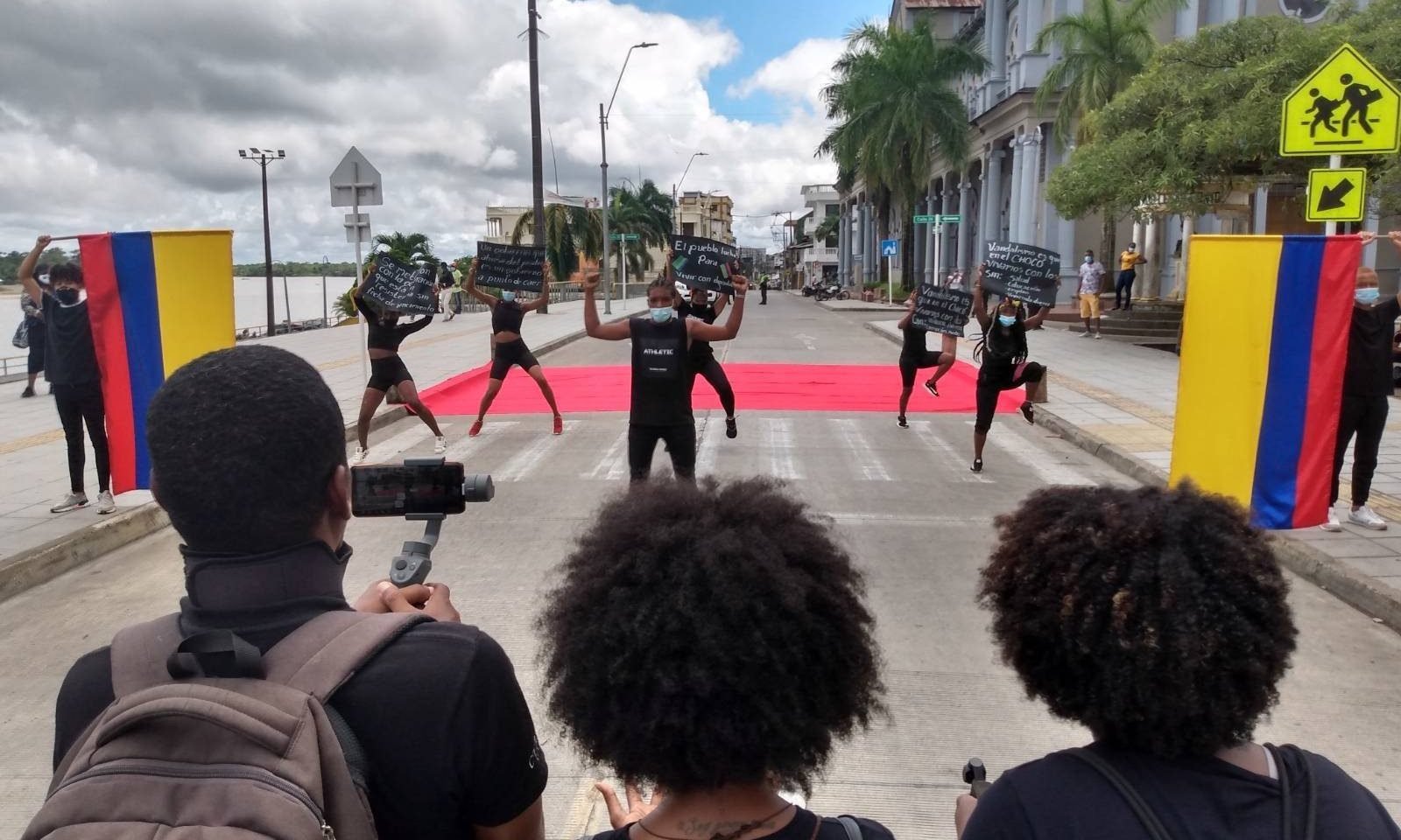 unga deltar i protesterna i Colombia i maj-juni 2021