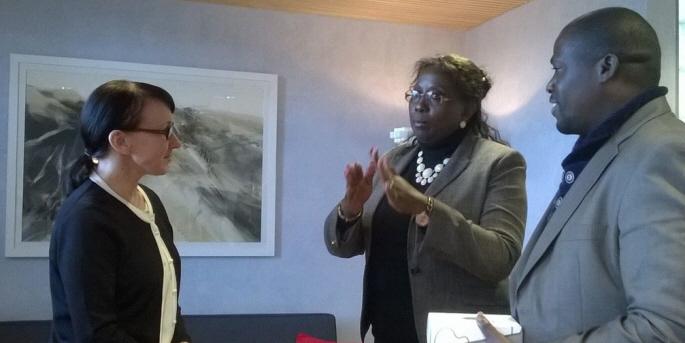 Zambias tidigare minister för samhälle och välfärd, Emerine Kabanshi, dömdes i maj i år till fängelse för bland annat korruption av svenska och finska biståndsmedel. Här i möte med Finlands dåvarande socialminister Hanna Mäntylä, 2015.